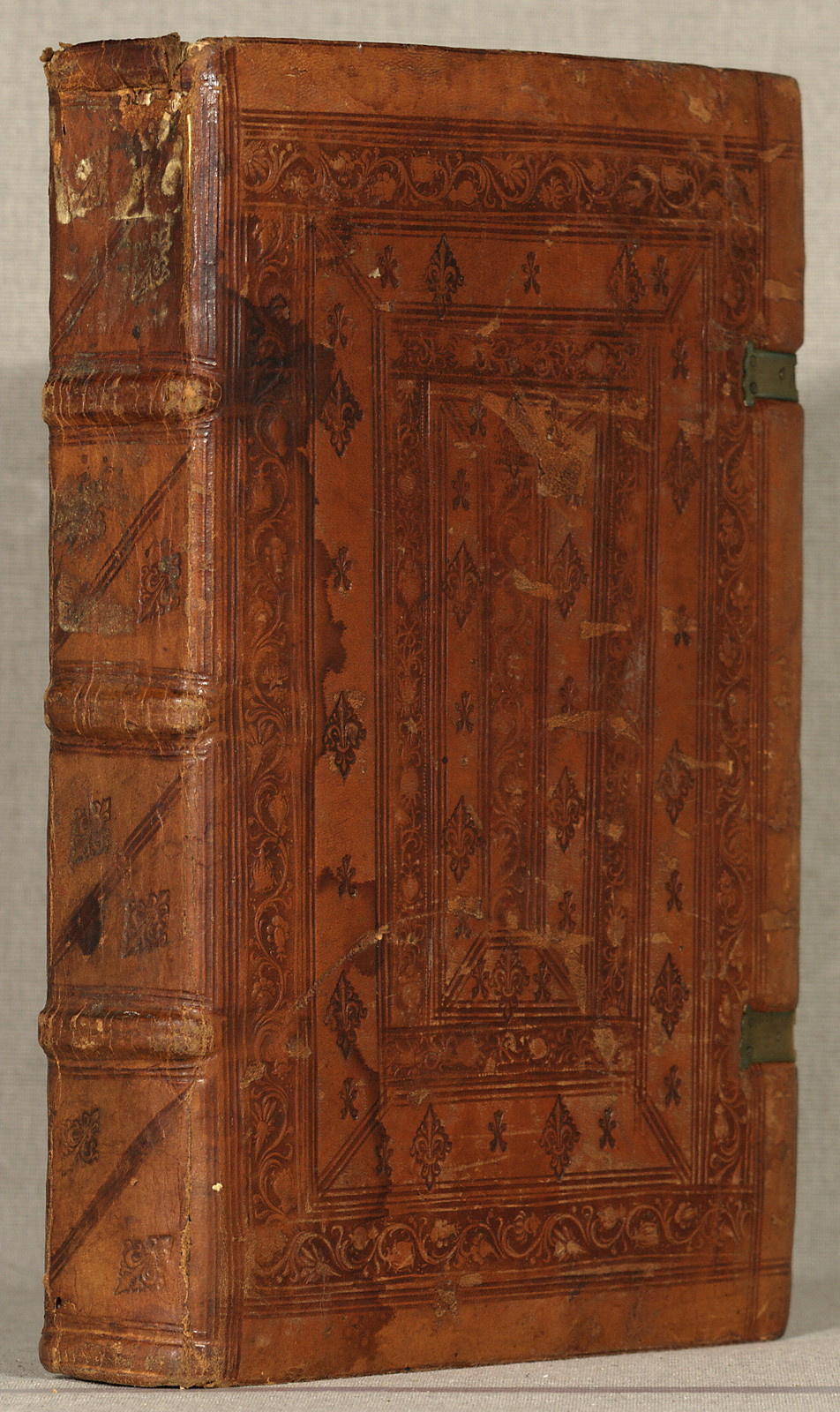 De re militari.Verona, Boninus de Boninis, 13 Feb. 1483.[254] leaves (the first and last blank). woodcuts: illus. 32 cm. (fol.)