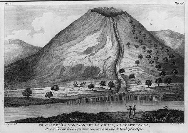 Cratere de la montagne de la coupe, au colet d'aisa, avec un courant de lave qui donne naissance a un pave de pasalte prismatique