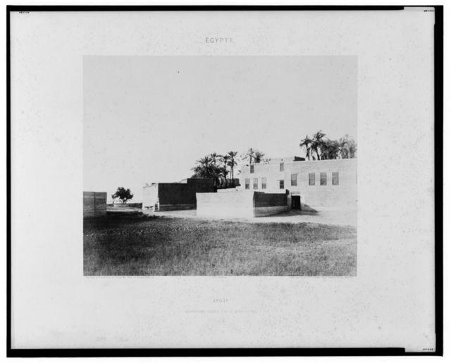 Syout - habitations Arabes sur le bord du Nil / Félix Teynard.
