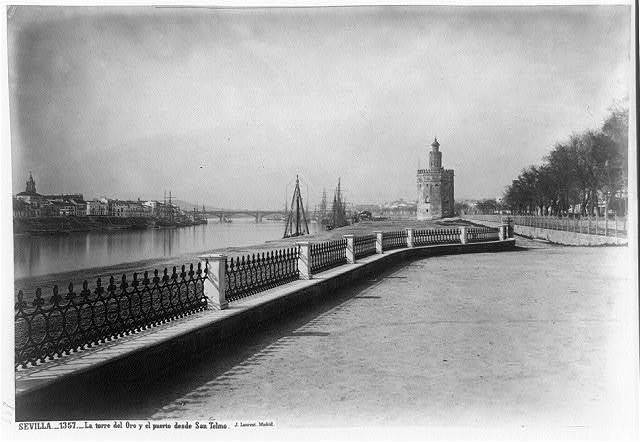 Sevilla. La Torre del Oro y el puerto desde San Telmo / J. Laurent, Madrid.