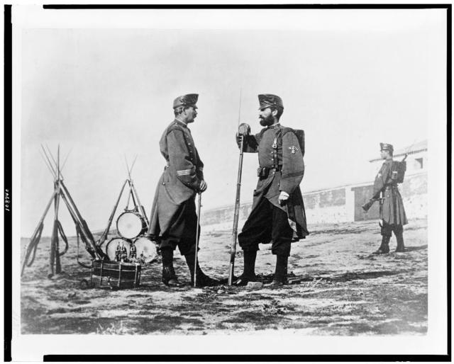 [Three Spanish soldiers, full-length portrait, standing, with bayoneted rifles and drums]