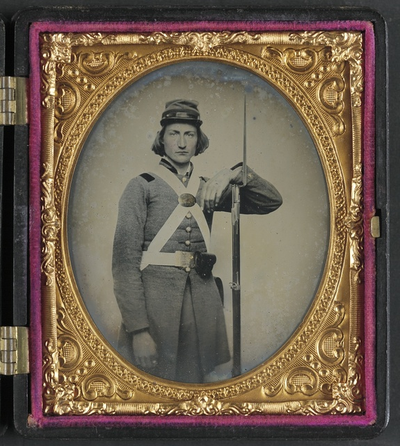 [Unidentified soldier in Confederate Virginia volunteer uniform with bayoneted musket]