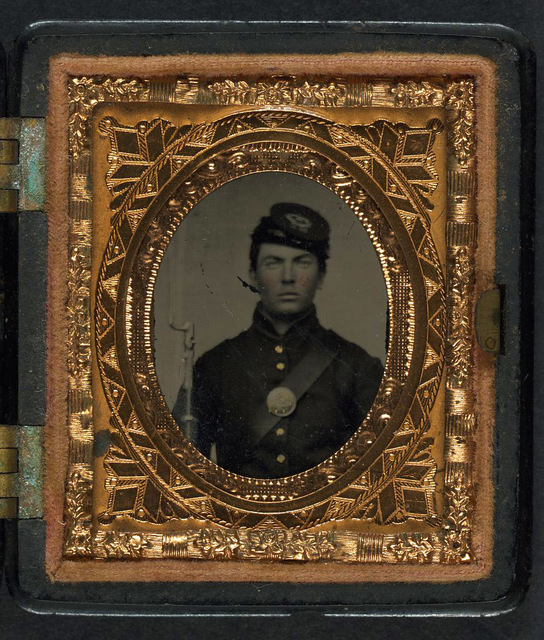 [Unidentified soldier in Union uniform and forage cap with bayoneted musket]