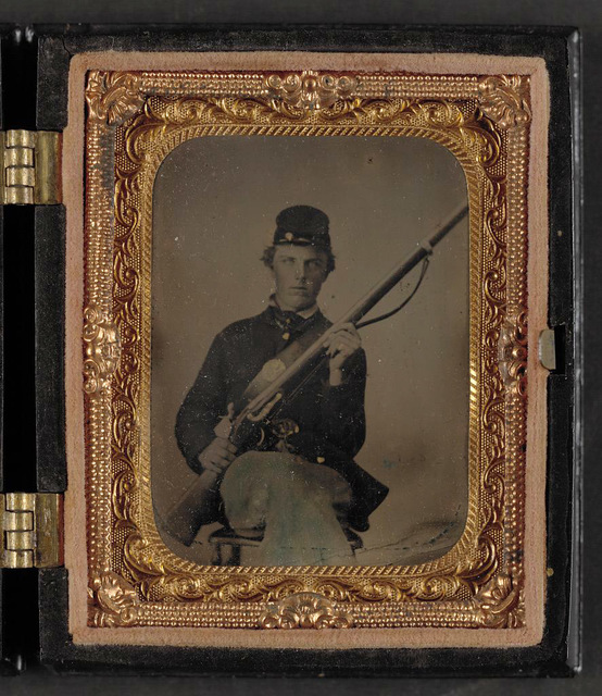 [Unidentified soldier in Union uniform and forage cap with musket]