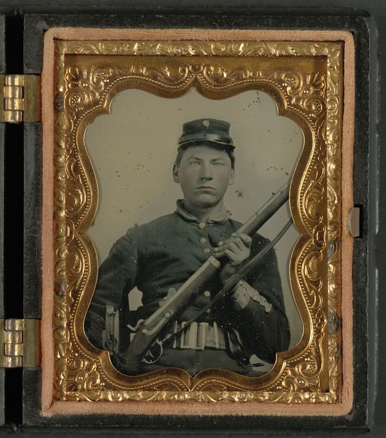 [Unidentified soldier in Union uniform and rifleman's belt rig with musket]