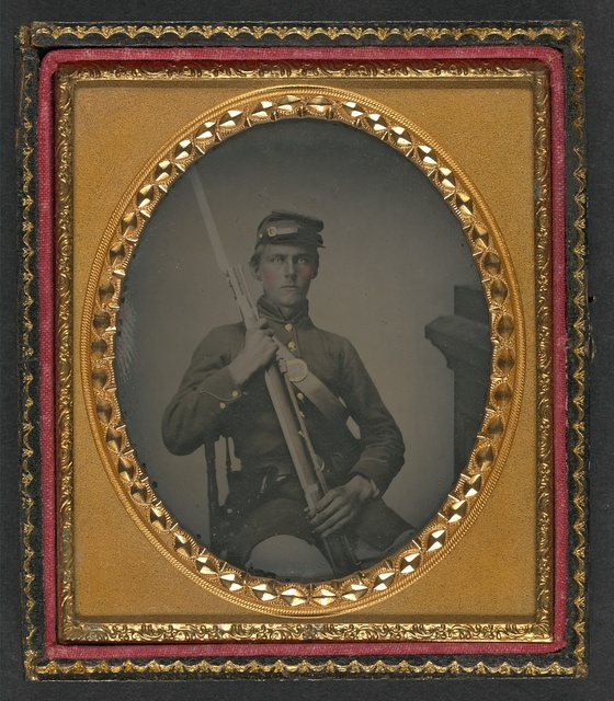 [Unidentified soldier in Union uniform with bayoneted musket]