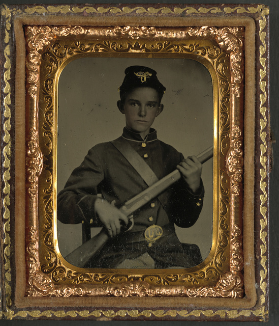 [Unidentified young soldier in Union uniform with rifle musket]