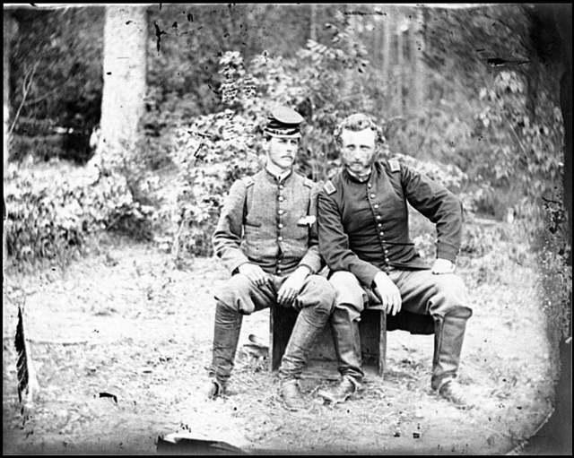 [Fair Oaks, Va. Lt. James B. Washington, a Confederate prisoner, with Capt. George A. Custer of the 5th Cavalry, U.S.A.]