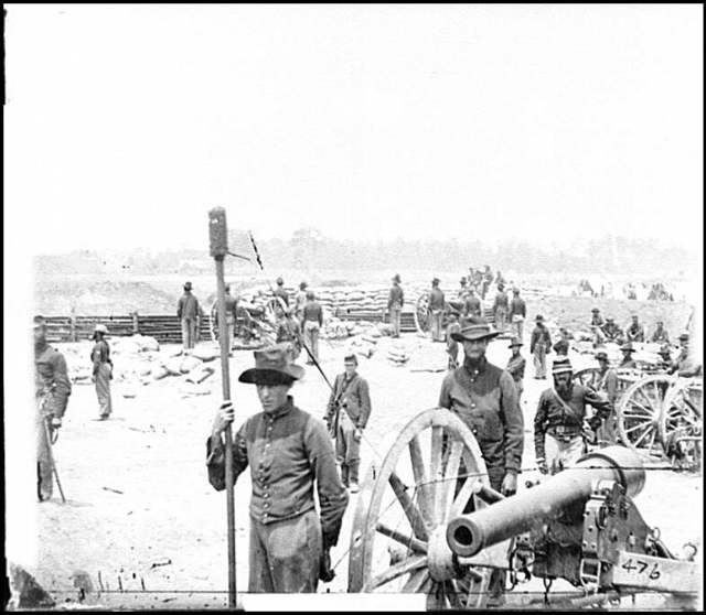 [Fair Oaks, Va., vicinity. Capt. Rufus D. Pettit's Battery B, 1st New York Light Artillery, in Fort Richardson]