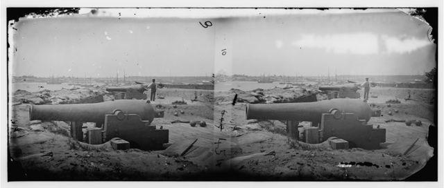 Yorktown, Virginia. Confederate water battery with Dahlgren 11-inch smooth bore naval guns