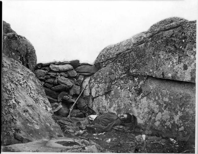 [Gettysburg, Pa. Dead Confederate soldier in Devil's Den]