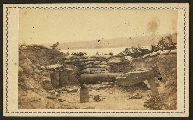 [Gun battery at Port Hudson, Louisiana] / photographed by McPherson & Oliver, Baton Rouge, La.