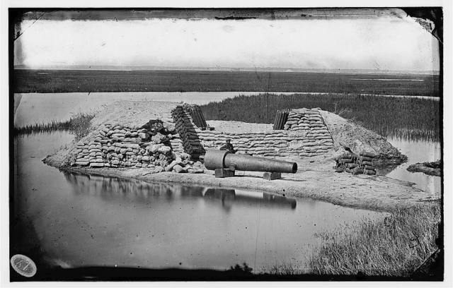 [Morris Island, South Carolina. Battery Hays. One 8-inch Parrot Rifle, dismounted. Breaching battery against Fort Sumter]