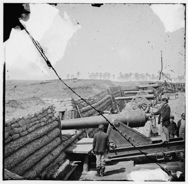 [Fort Brady, Va. Battery of Parrott guns manned by Company C, 1st Connecticut Heavy Artillery]