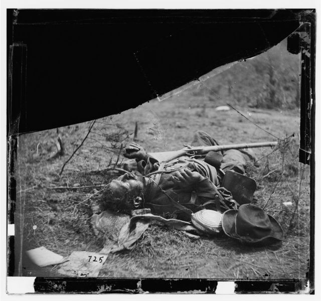 [Spotsylvania Court House, Va., vicinity. Body of another Confederate soldier near Mrs. Alsop's house]