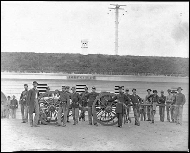 [Arlington, Va. Gun crew of Company K, 2d New York Artillery, in Fort C.F. Smith]