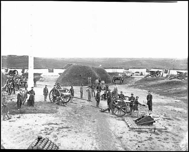 [Arlington, Va. Interior view of Fort C.F. Smith, with gun crew of Company L, 2d New York Artillery]