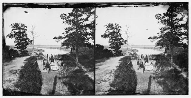[James River, Va. Confederate gun in Battery Brooks]