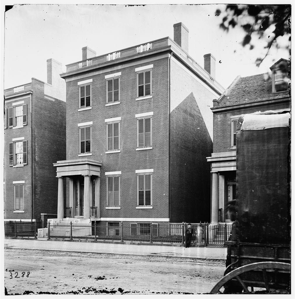 [Richmond, Va. Residence of Gen. Robert E. Lee (707 East Franklin Street)]