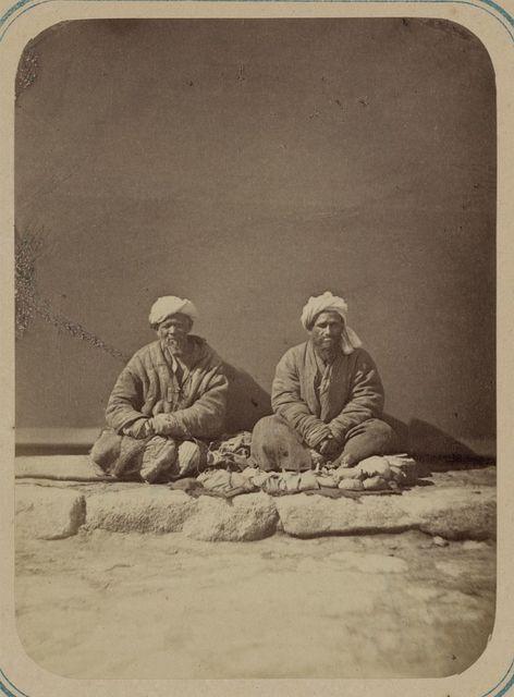 Samarkandskii bazar i ego tipy. Doktor prodaiushchii lekarstva (tabibi daru-furush)