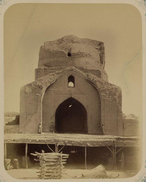 Samarkandskiia drevnosti. Medrese Bibi-Khanym. Vid iuzhnoi klassnoi