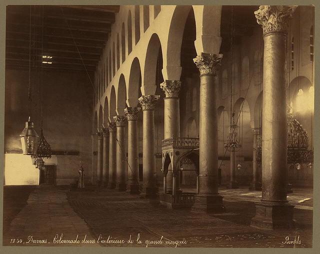 Damas. Colonnade dans l'intérieur de la grande mosquée / Bonfils.