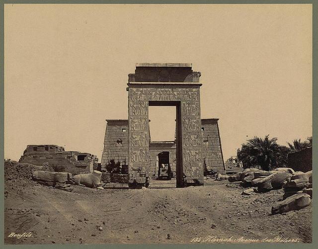 Karnak. Avenue des Béliers / Bonfils.