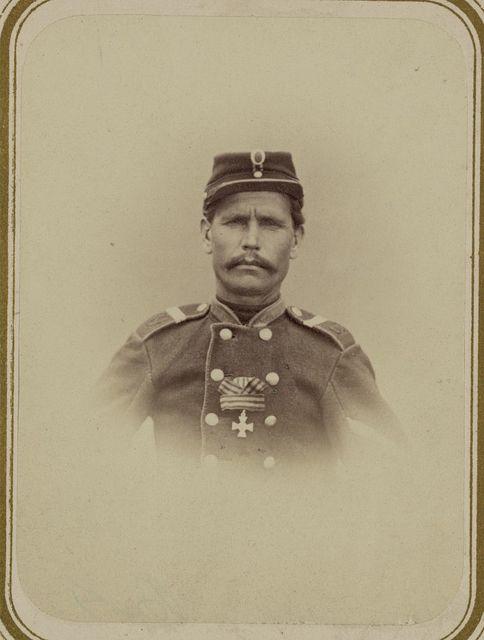 Georgievskie kavalery imieiushchie znaki otlichiia voennago ordena. Za dielo na Zyrabulakskikh vysotakh 2-go Iiunia 1868 g. Bezsr. Popov