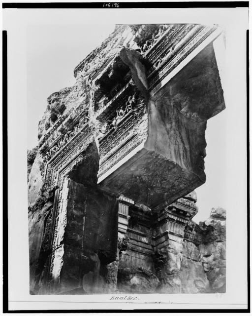 Baalbec. Great portal of Temple of Jupiter. Central stone displaced by earthquake / Bonfils.