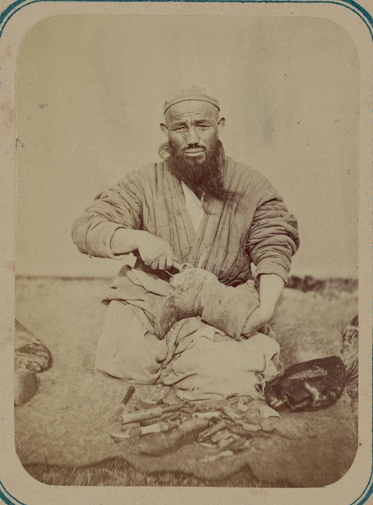 Turkestanskīĭ alʹbom, chastʹ promyslovai︠a︡ : u tuzemnago naselenīi︠a︡ v russkikh vladi︠e︡nīi︠a︡kh Sredneĭ Azīi / po raspori︠a︡zhenii︠u︡ Turkestanskago General-Gubernatora K.P. fon Kaufmana I-go sostavili A.L. Kun i M.I. Brodovskīĭ.