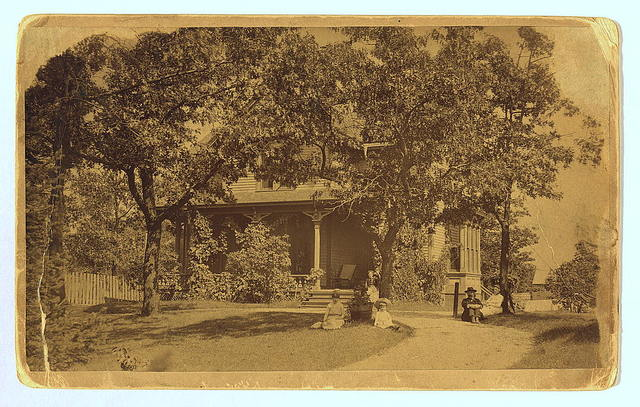 Photograph of home of Anna and Horatio Gates Spafford, Lake View (Chicago), Illinois
