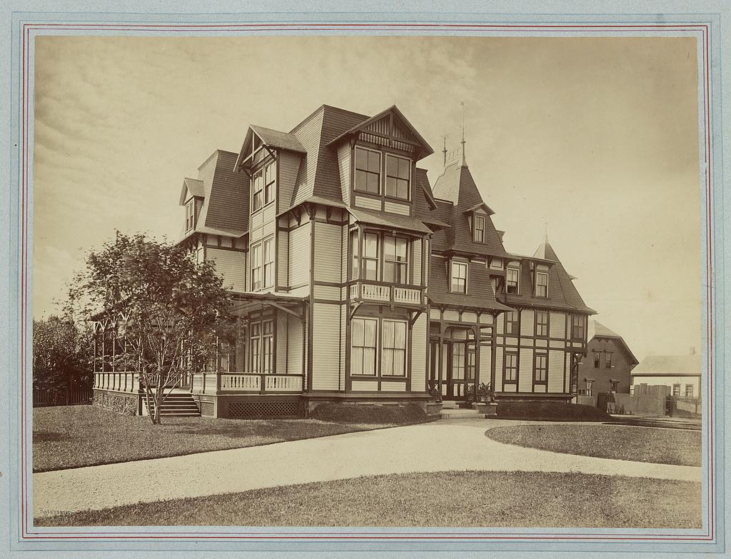 [Mrs. William F. (Elizabeth Underhill) Coles house, outbuilding, Bellevue Avenue and Dixon Street, Newport, Rhode Island] / Rockwood & Co., Phot. N.Y. ; R.M. Hunt, architect.