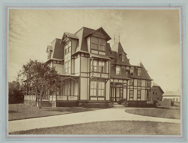[Mrs. William F. (Elizabeth Underhill) Coles house, outbuilding, Bellevue Avenue and Dixon Street, Newport, Rhode Island] / Rockwood & Co., Phot. N.Y. ; R.M. Hunt, architect.