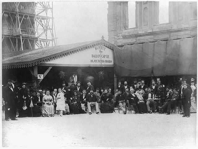 """Grand Balloon... de Mr. Henry Giffard, 1878 - Crowd at outdoor cafe """"Buffet de Ballon Captif"""" in Tuillerie Gardens]"""