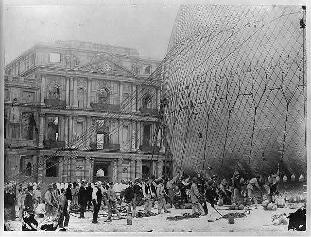 [Henry Gifford's huge captive balloon being prepared for ascent from Tuillerie Gardens, Paris]