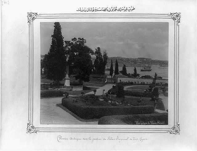 [A column located in the garden of the Topkapı Sarayı (palace)] / Abdullah Frères.