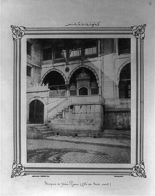 [A part of the exterior of the Yeni Cami (mosque)] / Abdullah Frères, Phot., Constantinople.