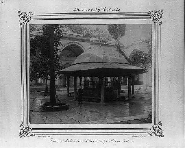 [Courtyard and ablution fountain of the Yeni Cami (mosque)] / Constantinople, Abdullah Frères.