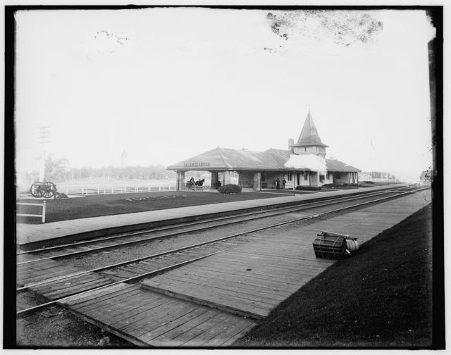 [Fort Sheridan railway station]