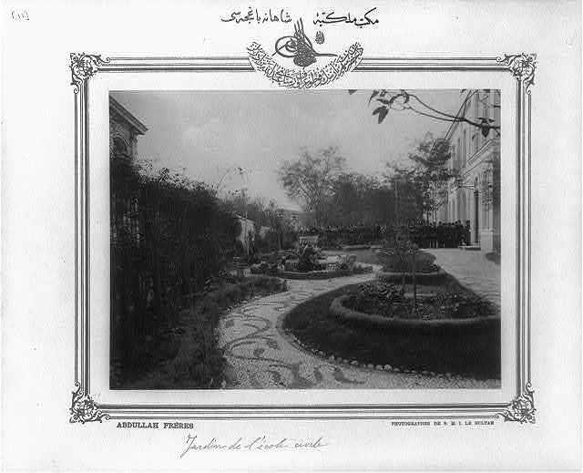 [Garden, Mekteb-i Mülkiye-yi Şahane (Imperial School of Political Science)] / Abdullah Frères, photographes de S.M.I. le Sultan.