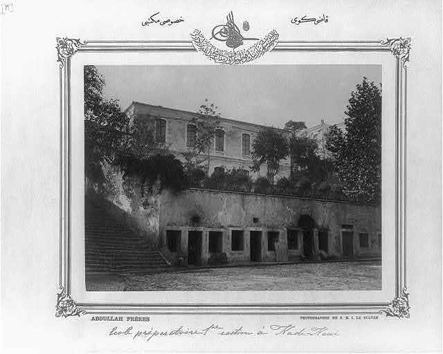 [Kadıköy, a private school] / Abdullah Frères, photographes de S.M.I. le Sultan.