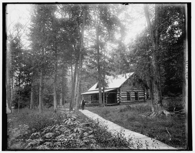 Lake Gogebic, Mich., cottage near hotel
