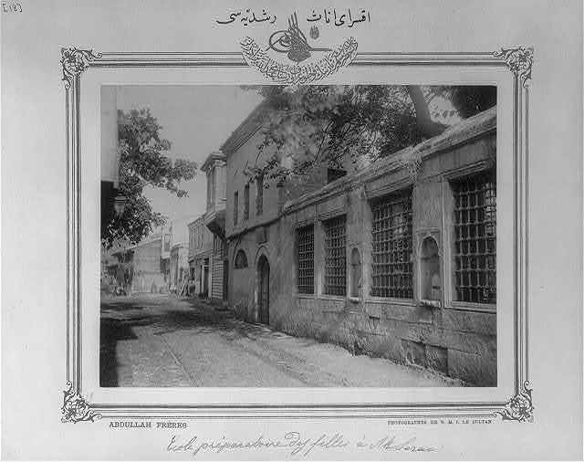 [Middle school for girls Aksaray İnas Ruşdiyesi] / Abdullah Frères, photographes de S.M.I. le Sultan.