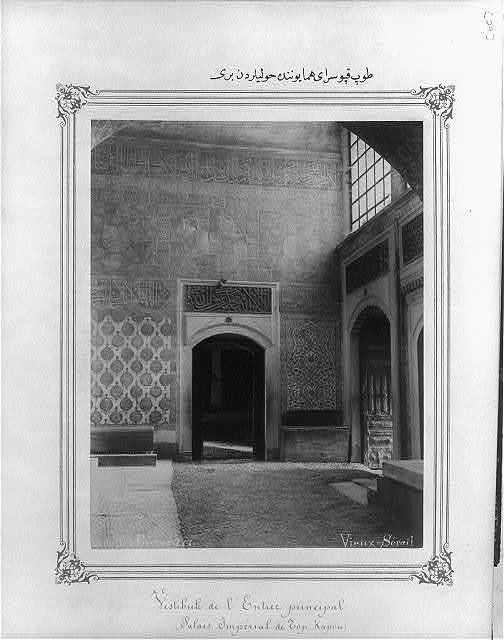 [One of the courtyards in the Imperial Topkapı Sarayı (palace)] / Abdullah Frères.