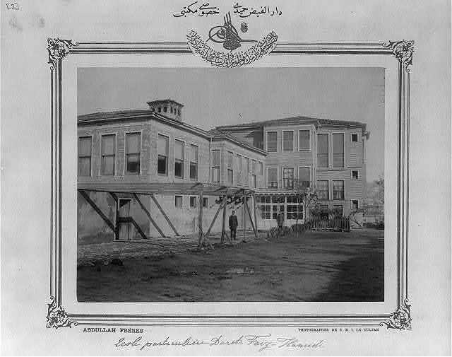 [Private school Darül-Feyz-i Hamdidi Hususi Mekteb-i] / Abdullah Frères, photographes de S.M.I. le Sultan.