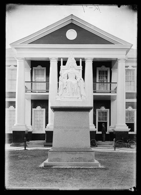 [Queen Victoria monument]