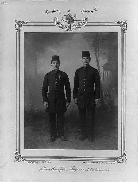 [Students, Mekteb-i Sultani] / Abdullah Frères, photographes de S.M.I. le Sultan.