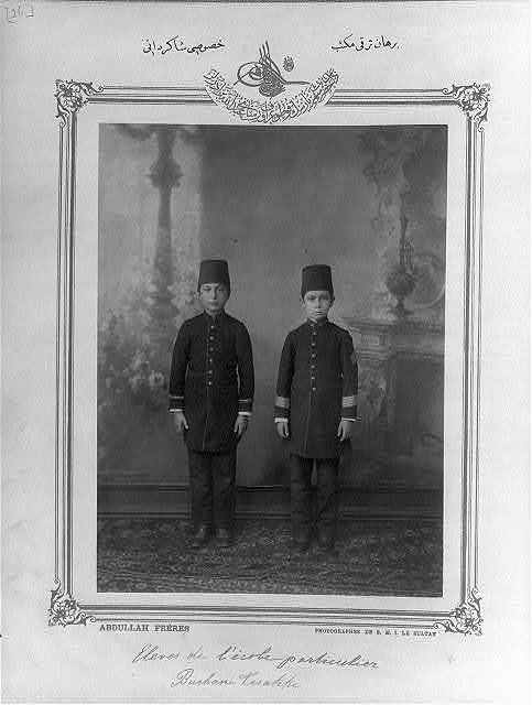 [Students, private school Burhan-i Terakki] / Abdullah Frères, photographes de S.M.I. le Sultan.