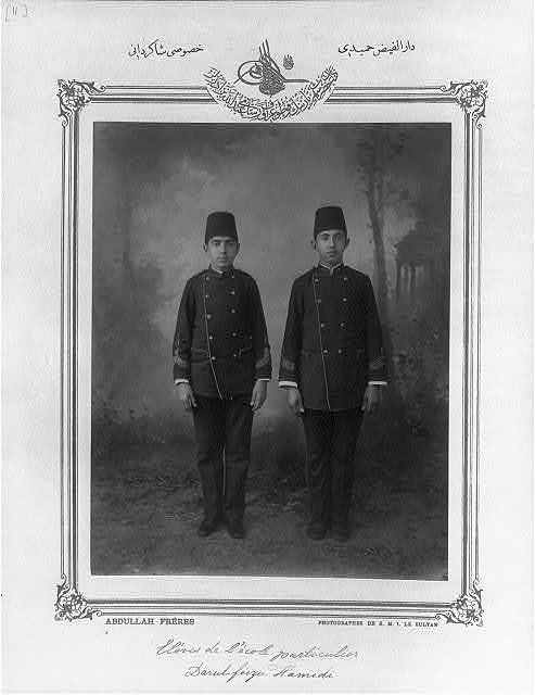 [Students, private school Darülfeyz-i Hamidiye] / Abdullah Frères, photographes de S.M.I. le Sultan.