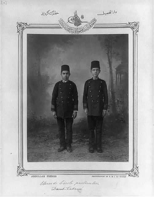 [Students, private school Darüttasil] / Abdullah Frères, photographes de S.M.I. le Sultan.